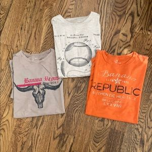 Men's Banana Republic set of 3 t shirts.